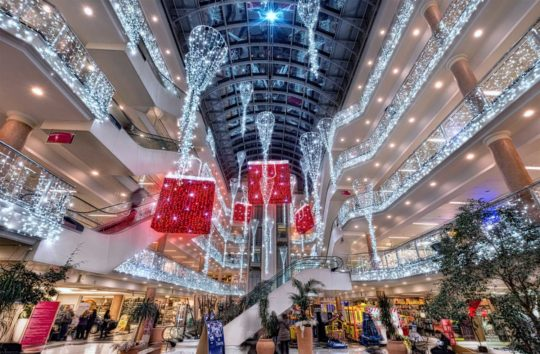 Suspension lumineuse de Noel Centre Commercial