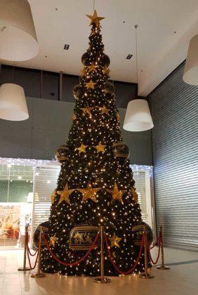 Grand Sapin de Noël Décoré