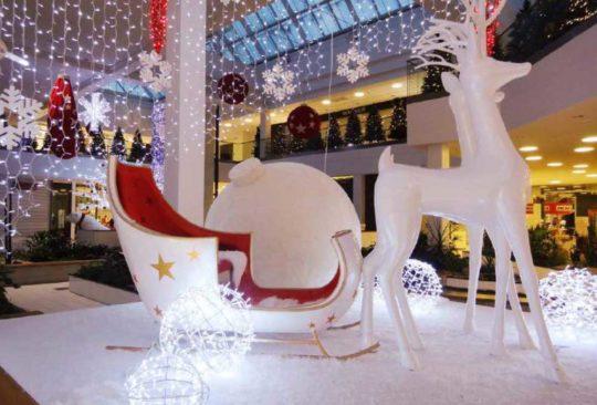 Décoration Noël Centre Commercial Traîneau
