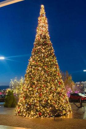 Sapin de Noël géant illuminé